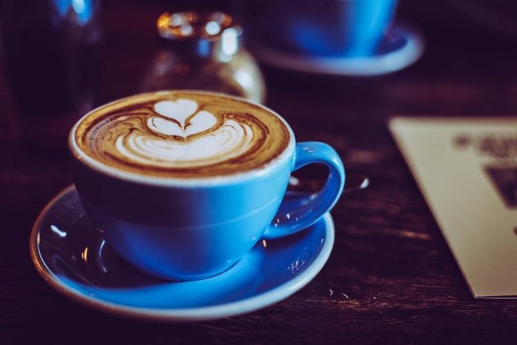 Cappuccino sem lactose: Essa opção realmente existe? Confira!